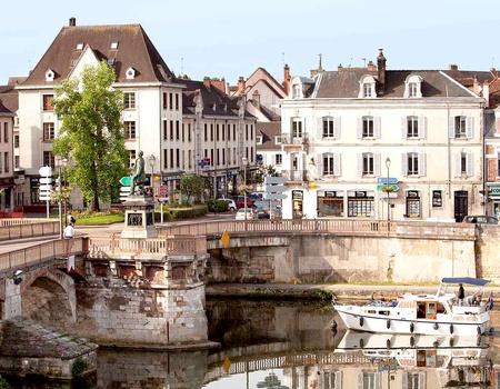 Escapade familiale au cœur de la vallée de l'Yonne 4*