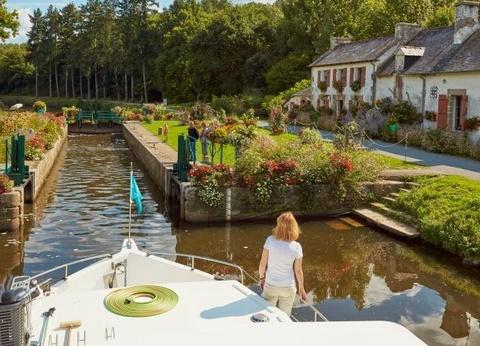 Canal de Nantes à Brest en bateau sans permis : Immersion en terres bretonnes - 1