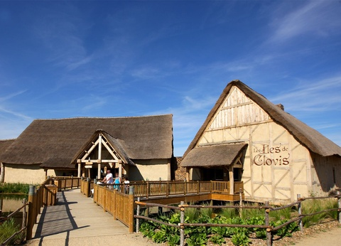 Hôtel Les Iles de Clovis avec accès au parc Puy du Fou - 1