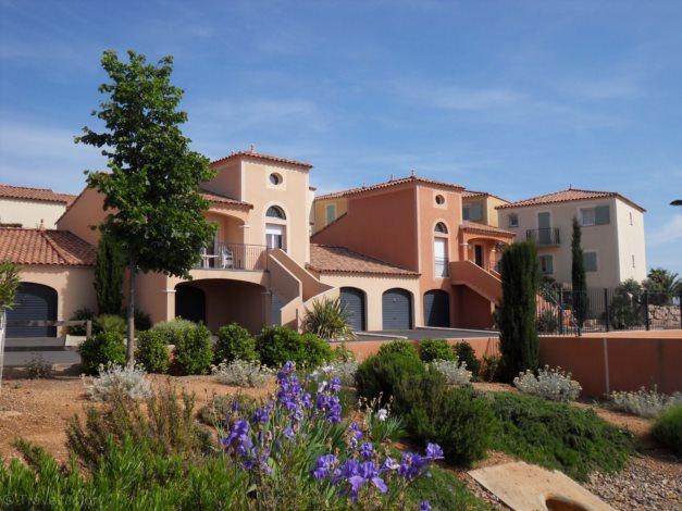 villas le village d 39 oc beziers sud ouest france avec voyages leclerc locatour ref 52825. Black Bedroom Furniture Sets. Home Design Ideas