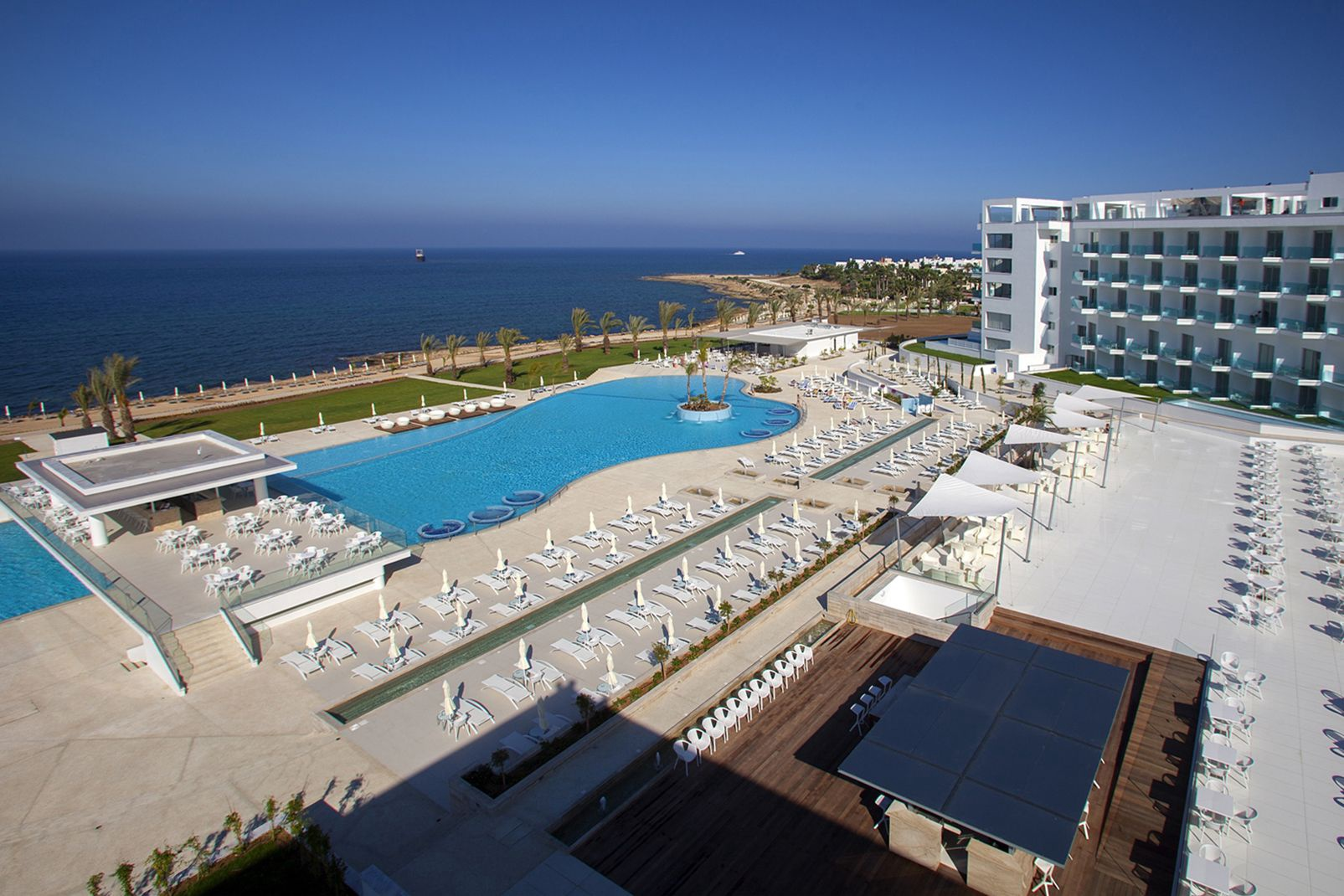Hôtel King Evelthon Beach & Resort 5* - 1