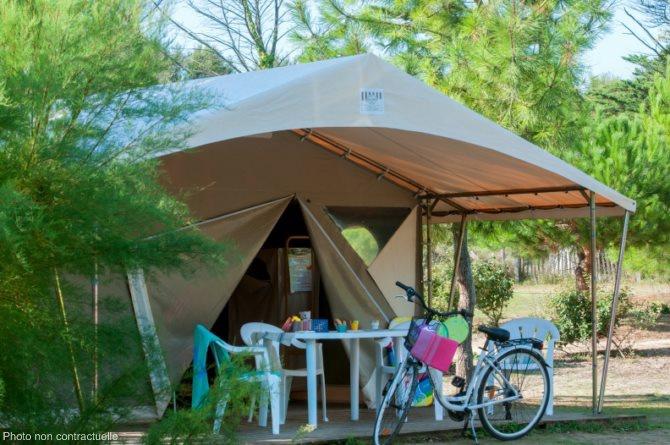 Camping Bois de Pleuven 4 , Saint Yvi, Bretagne, France avec Voyages Leclerc Locatour ref  # Camping Bois De Pleuven
