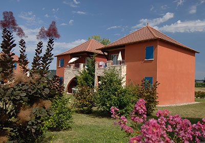 Residence club claire rive prayssac sud ouest france for Club piscine rive sud