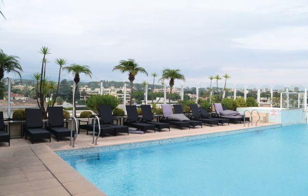 Residence palais napoleon golfe juan cote d 39 azur france for Aspirateur piscine leclerc