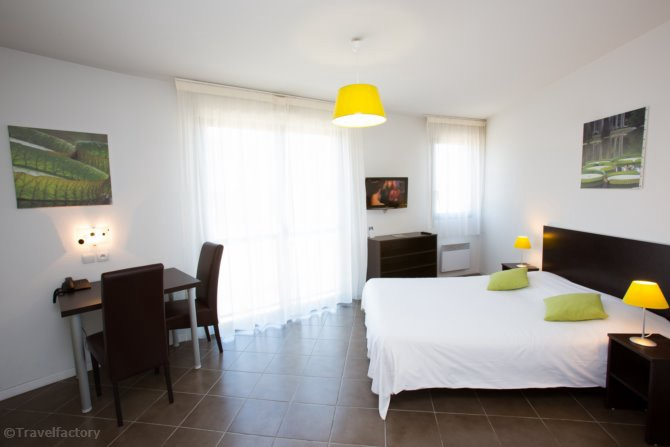 All suites appart 39 hotel 3 pau pyrenees france avec for Appart hotel 95