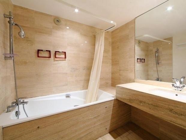 Residence chateau de la pinede juan les pins cote d 39 azur france avec voyages leclerc - Machine a laver surelevee ...
